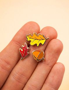 The perfect pin set for all your fall accessories! These cuties are tiny and will go with all your stuff, grab one, two or three sets and pin some leaves everyw