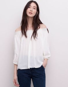 @pullbear has so many great pieces for a summer wardrobe, like this off the shoulder flowing blouse. #summerwardrobe #nattygal