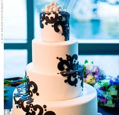 Black & white pearl cake