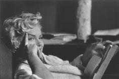 Marilyn Monroe, New York City, 1956 by Elliot Erwitt. #blackandwhitephotography #marilynmonroe #nyc