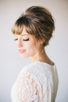 Vintage Hairstyles With Bangs - Chic hairstyles for brides with fringes, from updos to gorgeous accessorizing, you can create the perfect bridal bangs! Chic Hairstyles, Fringe Hairstyles, Vintage Hairstyles, Hairstyles With Bangs, Pretty Hairstyles, Wedding Hairstyles, Bridesmaid Hairstyles, Perfect Hairstyle, Hairstyle Ideas