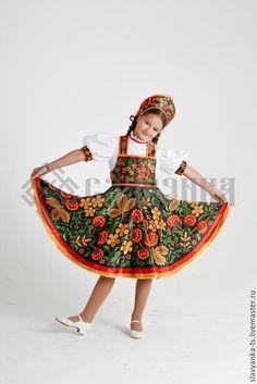 Купить или заказать танцевальный костюм 'Хохлома' в интернет-магазине на Ярмарке Мастеров. Детский танцевальный костюм выполнен с помощью сублимационной печати. В комплекте блузка, сарафан и легкий кокошник. Печать сарафана выполнена на атласной ткани. Узор не выцветает и не линяет. Такой наряд вы можете приобрести у нас для театрального выступления, для фотосессии.Танцевальный хостюм Хохлома. Театральный костюм. Купить костюм для выступлен…