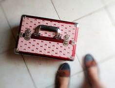 Bom diiiaaaa!!!😘 Como eu amo meu trabalho, vamos lá!😍 Ainda não falei pra voces, mas meu marido comprou minha maleta na @vitoriafashion_biju Passando pra desejar um final de semana abençoado. Estou fazendo up de vídeo novo, hoje a noite libero.😜 #Blogs #BomDia #Blogger #InstaBlog #BloggerAju #AmoMaquiar #GoodMorning #Maquiagem #AracajuBlogs #Blog #InstaBlogger #InstaBeauty #AmoMeuTrabalho #InstaAju #Maquiador