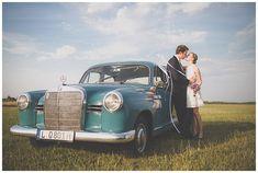 Liebe verleiht Flügel: Paarshooting mit Oldtimer auf dem Flugplatz | #Hochzeitsauto