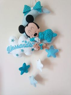 I sogni fatati di Ale su Bebuù: Fiocco nascita Topolino su luna Baby Shower Crafts, Baby Crafts, Baby Shower Themes, Felt Crafts, Diy And Crafts, Crafts For Kids, Mickey Christmas, Felt Christmas Ornaments, Baby Room Diy