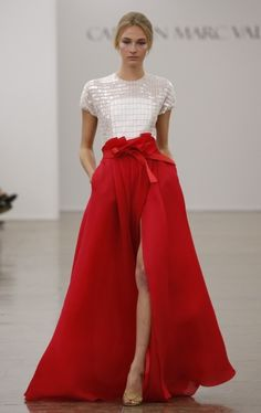 Carmen Marc Valvo RTW Spring Fabulous red skirt and white sequin top couture gown Moda Fashion, Runway Fashion, Fashion Show, Fashion Design, High Fashion, Ny Fashion, Fashion Spring, Skirt Fashion, Couture Fashion