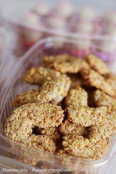 Orašnice Sastojci 3 veća belanca 200 g. kristal šećera 1 vanilin šećer 300 g. mlevenih oraha i još oko 250 g. krupno mlevenih oraha za uv...