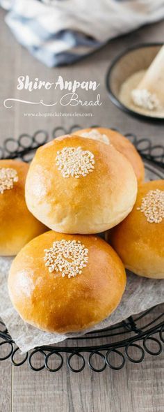 Shiro Anpan is very popular Japanese fluffy soft and rich sweet bread rolls filled with sweet white bean paste called Shiroan. Festive Bread, Japan Street Food, Baked Tilapia, Australian Food, Bread Bun, Bean Paste, Asian Desserts, Spring Recipes, Cookies