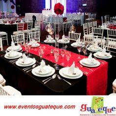 Colores que armonizan tu evento, en esta ocasión rojo, banco y negro.