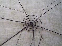 Výroba drátěného košíku Xmas Decorations, Rafting, Dandelion, Knit Crochet, Insects, Weaving, Knitting, Flowers, Animals