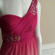 B. SMART Prom Dress STUNNING B.Smith Evening Gown Size 1 Top of the gown is sheer and accented with Rhinestones and the bottom is loose fitting 100 % Polyester and the Lining is 100% Polyester  New Without tags B. Smith Dresses One Shoulder