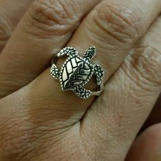 NEW 925 SILVER UNISEX LEATHERBACK TURTLE RING **THURSDAY SALE $20**  WHIMSICAL 925 SILVER UNISEX LEATHERBACK TURTLE RING IN SIZE 7, HALLMARKED 925 UNDER THE SHELL. THAILAND FINE SILVER Jewelry Rings