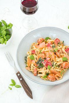 Pasta Boursin with salmon Fish Recipes, Pasta Recipes, Snack Recipes, Healthy Recipes, No Cook Meals, Kids Meals, Evening Meals, Pasta Salad, Food Inspiration