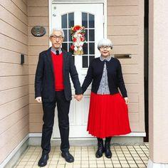 La pareja japonesa que viste diariamente de forma similar.  http://www.holanihon.com/la-pareja-japonesa-que-viste-diariamente-de-forma-similar/  #HolaNihon #Japón #Fashion #Modajaponesa #enamorados #Ropa #Juevesdefashion