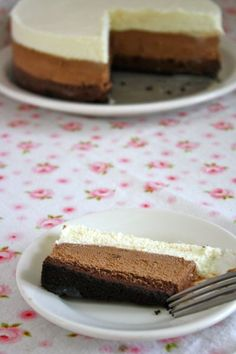 Quadruple Chocolate Mousse Cake Healthy Dessert Recipes, Yummy Snacks, Just Desserts, Baking Recipes, Yummy Food, Delicious Recipes, Chocolate Mousse Pie, Best Chocolate Desserts, Mousse Cake