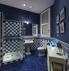 10 Stylist Blue Bathroom Designs: 10 Stylist Blue Bathroom Designs With Blue Bathroom Tiles And Walls And Wooden Storage Design Navy Blue Bathrooms, Blue Bathrooms Designs, Pink Toilet, Blue Mosaic Tile, Boho Chic Living Room, Shower Cabin, Grey Countertops, Stainless Backsplash, Small Showers