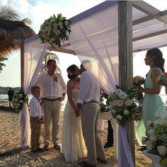 Romantic Beach, Wedding Kiss, Bridesmaid Dresses, Wedding Dresses, Sunset, Couples, Nature, Blog, Bridesmade Dresses