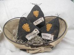 Crusty fat little crow bowl fillers. They are adapted from the candy korn pattern. Each crow is made from muslin painted stained and sanded to have t Primitive Stitchery, Primitive Patterns, Primitive Folk Art, Primitive Crafts, Primitive Christmas, Country Primitive, Primitive Snowmen, Country Christmas, Christmas Christmas