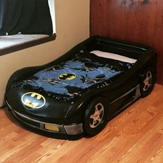 Batman inspired toddler bed Cama Batman, Batman Bed, Batman Room, Batman Toddler Bed, Kids Car Bed, Easy Diys For Kids, Batman Birthday, Car Themes, Kid Beds
