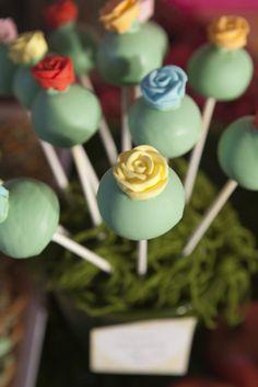 Such pretty cake pops
