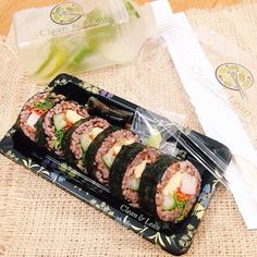 Futomaki Sushi Roll  with soy & wasabi. 239 cal/serving Based on 2000 kcal diet.  #eatclean #getlean #cleanleanJKT #cleaneating #lifestyle #healthy #gluttenfree #fatloss #musclegain #FitnotSkinny #lowcarb #protein #superfood #katering #healthycatering #kateringdiet#kateringsehat#greens #instafit #organic #lowfat #dietbalance #fitness #gym #postWorkoutmeal #preworkoutmeal #foodphotography by cleanlean_catering