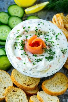 This smoked salmon dip is a creamy base filled with smoked salmon and fresh herbs. This smoked salmon appetizer is the perfect 5 minute party dip! Really nice recipes. Smoked Salmon Platter, Smoked Salmon Spread, Smoked Salmon Appetizer, Smoked Salmon Recipes, Fish Recipes, Great Appetizers, Appetizer Recipes, Salmon Dip Cream Cheese, Sauce For Salmon