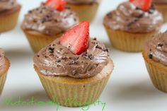 Coeliac Awareness Week: Quinoa Cupcakes with Chia Jam & Creamy Almond Butter Frosting! Gluten free, dairy free, low FODMAP and refined sugar free recipe. Sugar Free Baking, Sugar Free Recipes, Baking Recipes, Quinoa Cupcakes, Dairy Free, Gluten Free, Butter Frosting, Low Fodmap, Almond Butter