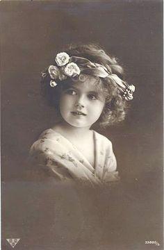 Маленькие принцессы на старинных открытках. Часть двенадцатая. Обсуждение на LiveInternet - Российский Сервис Онлайн-Дневников