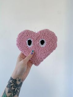 Diy Embroidery, Embroidery Patterns, Roving Wool, Heart Wall, Hand Tufted Rugs, Textiles, Punch Needle, Yarn Crafts, Cool Rugs