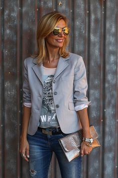 27 top looks outfit ideas with blazer you have to try 6 Striped Blazer Outfit, Look Blazer, Blazer Outfits, Casual Work Outfits, Mode Outfits, Fashion Outfits, Fashion Tips, Fashion Over 40, Fashion Looks