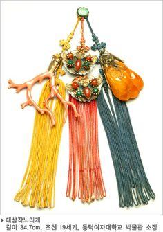 Korean Accessories, Silver Accessories, Korean Hanbok, Korean Dress, Korean Traditional Dress, Traditional Dresses, Tassel Jewelry, Jewellery, Korean Jewelry