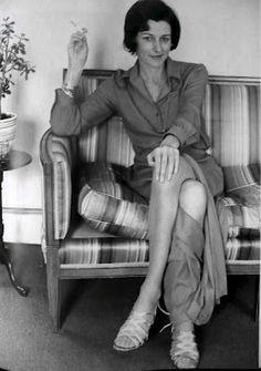 Sylvia Plath, Hospital McLean y los enfermos mentales de pura sangre  POR Alex Beam  Sylvia Plath, Robert Lowell y Anne Sexton conformaron un trío prominente de poetas estadounidenses que explotó literariamente su estancia en el Hospital McLean, de Boston, una institución en lo que a tratamiento de enfermedades mentales se refiere