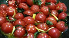 frigideira de tomatinhos
