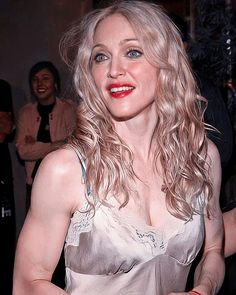 Madonna Fashion, Madonna Pictures, Italian Beauty, Classic Image, Popular Music, Celebrity Photos, Beautiful Women, Queen, Celebrities