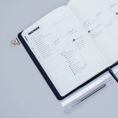 Minimal weekly layout in my personal bullet journal. This vertical weekly log helps me to better organize my tasks on tthe whole week. I'm definitely keeping this minimal bullet journal weekly spread. Bullet journal inspiration | weekly spread ideas, weekly layout insptiration | weekly planner