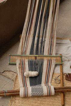 Apprendre comment fabriquer un métier à tisser, réaliser et confectionner, faire par soi même son propre métier à tisser en bois traditionnel et facile.
