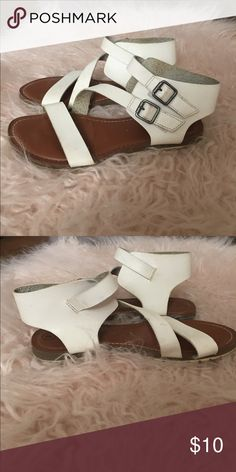 Girls white strappy sandal Kids size 3 white strappy sandal perfect for spring and summer. Cherokee Shoes Sandals & Flip Flops