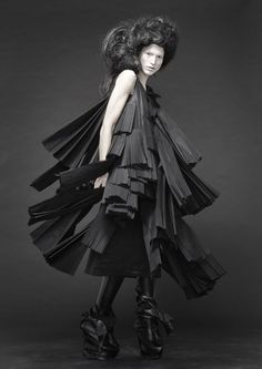 Sculptural Fashion - dress with 3D layers, folds & pleated textures // Barbara í Gongini