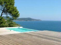 Location vacances maison La Croix Valmer: Fabuleuse piscine bleue turquoise à débordement vue mer