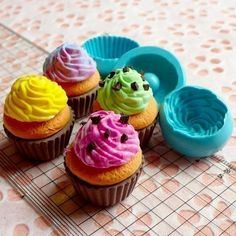 Cupcake Mold Silicone Flexible Mold w/ Whipped Cream Deco Kawaii Miniature Sweets Mold Fimo Jewelry Charms Food Resin Epoxy Wax Soap Polymer Clay Cake, Polymer Clay Charms, Cake Decorating Tools, Cake Decorating Techniques, Soap Molds, Silicone Molds, Cupcake Fimo, Diy Savon, Cake Borders