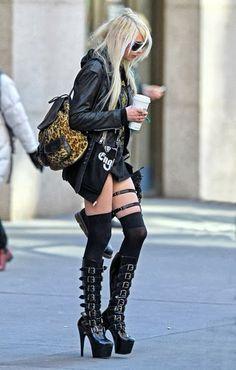 Taylor Momsen trash street style
