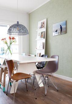De kleur Zorgvuldig toegepast in een metamorfose van VT Wonen. Een mooie vergrijsde groen geeft rust.