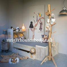ledikant met lade voor logeermatras http://www.steigerhoutenbedjes.nl/kinderbed-steigerhout