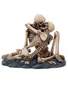 Love Never Dies Skeletons Kissing