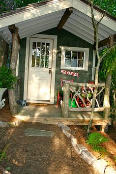 Adding this adorable porch to my shed!
