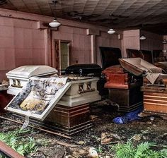 Eerie images abandoned funeral home where coffins are still lying open Abandoned Buildings, Abandoned Property, Abandoned Mansions, Old Buildings, Abandoned Places, Derelict Places, Abandoned Asylums, Abandoned Castles, Spooky Places