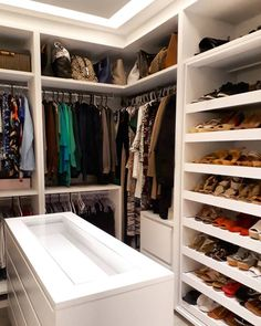 Another closet photo without filter and without production. Mobile Photo Customer Very . - Home-Dream Closets! Home Decor Kitchen, Interior Design Kitchen, Modern Interior Design, Master Closet, Walk In Closet, Stylish Bedroom, Dream Closets, Closet Designs, Home And Deco