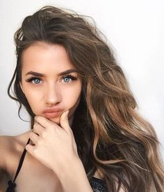 You might have heard the old expression about your hair being the crowning glory of your appearance. Either way, if you are looking for tips on how to style wavy hair, it is because yo… Beauty Makeup, Hair Makeup, Hair Beauty, Makeup Box, Makeup Ideas, Eye Makeup, New Hair, Your Hair, Beauty Hacks For Teens