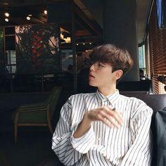 cute , ulzzang , boy on We Heart It Korean Boys Hot, Korean Boys Ulzzang, Ulzzang Boy, Korean Men, Asian Boys, Korean Girl, Korean Fashion Work, Korean Fashion Trends, Normcore Fashion