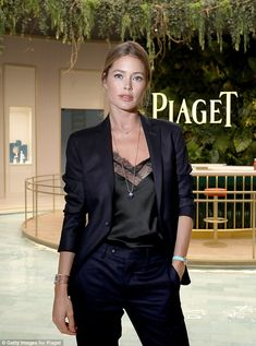 Doutzen Kroes stuns at Piaget bash in Geneva Glamorous: Doutzen Kroes attended the Piaget event during the in Geneva, Switzerland on Monday night, looking effortlessly glamorous Doutzen Kroes, Classy Outfits, Chic Outfits, Fashion Outfits, Womens Fashion, Mannequins, Fashion Models, High Fashion, Casual